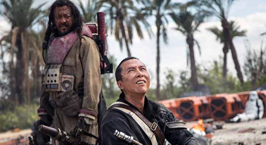 Baze (Rambo) og Chirrut (Mr. Miyaghi).